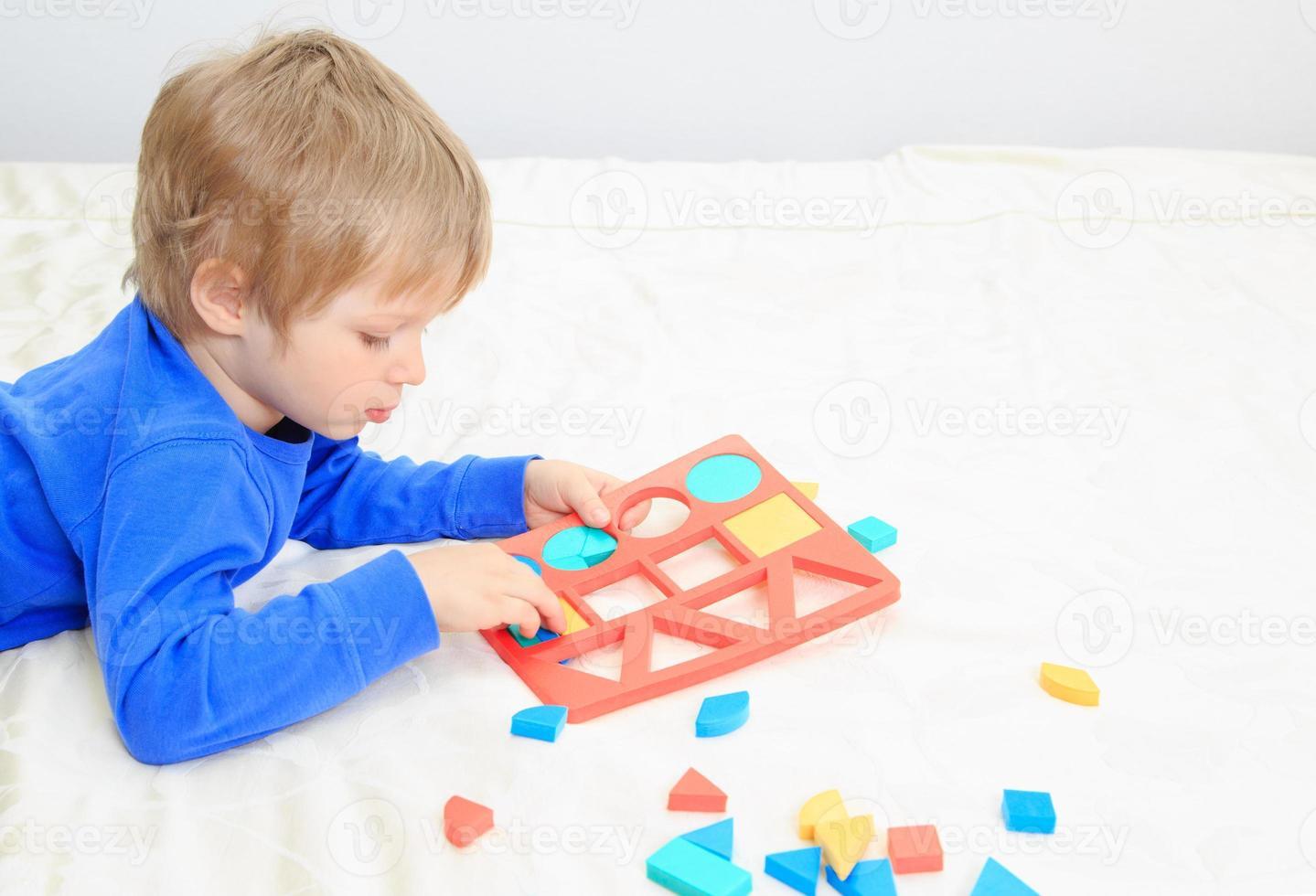 petit garçon, apprentissage, formes photo