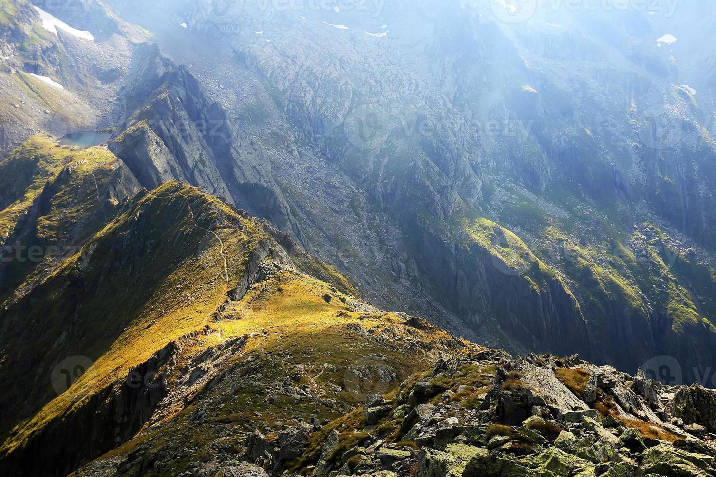 vallée des glaciers dans les alpes transylvaniennes photo