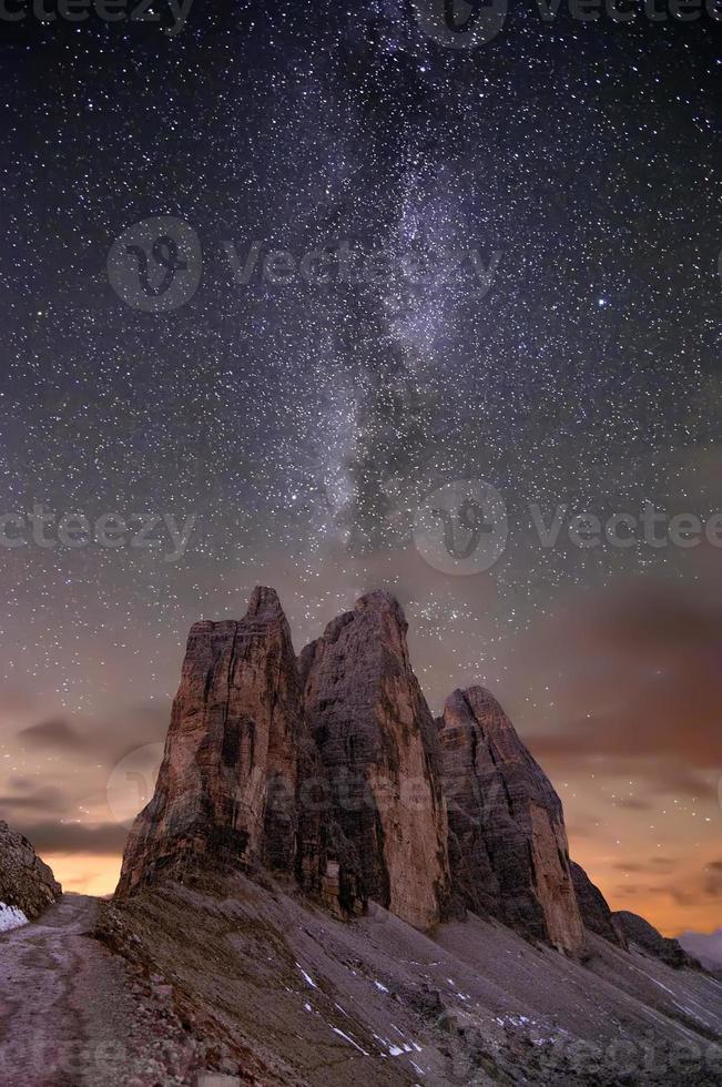 voie lactée sur les alpes photo
