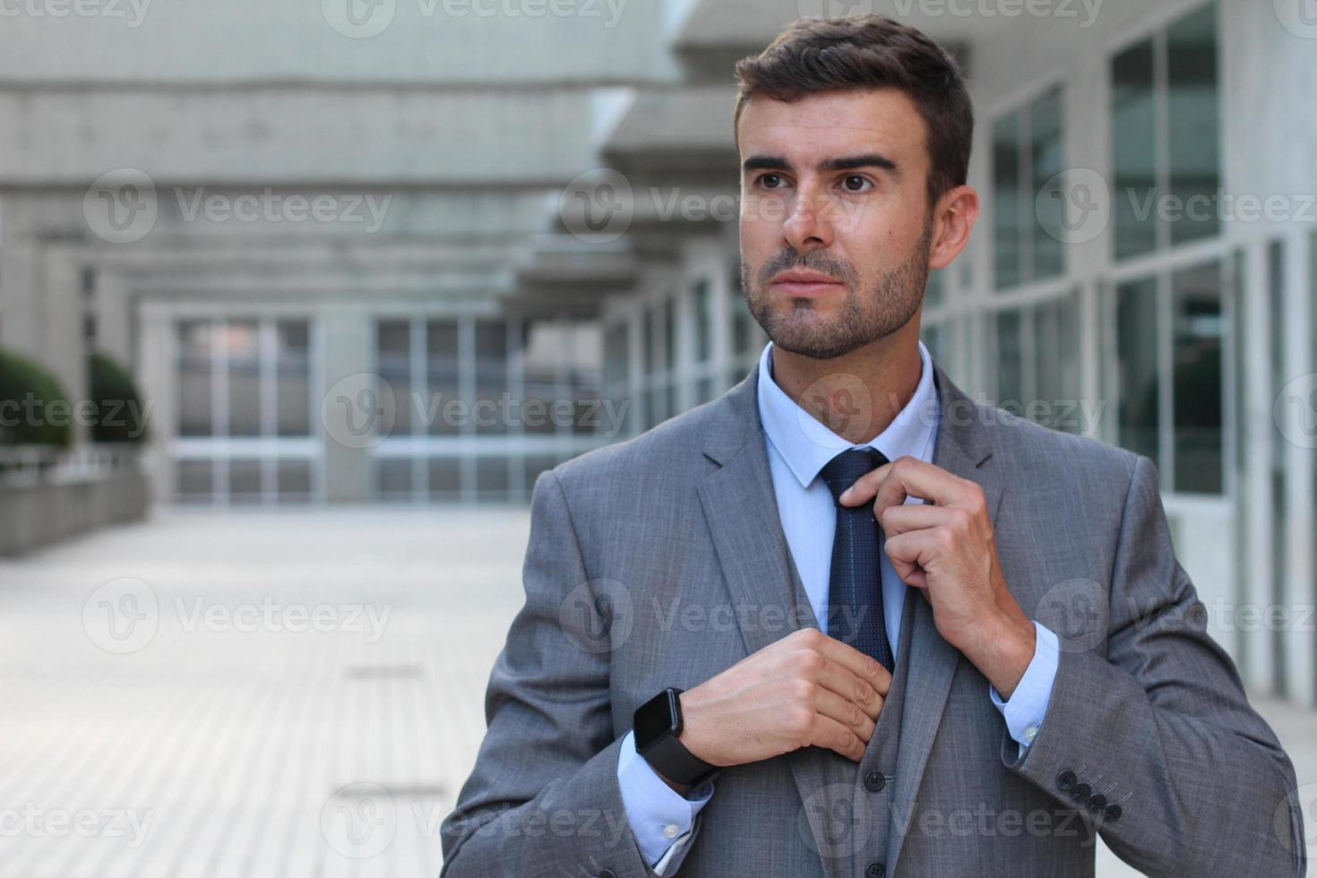 homme d'affaires mignon habillé pour impressionner photo