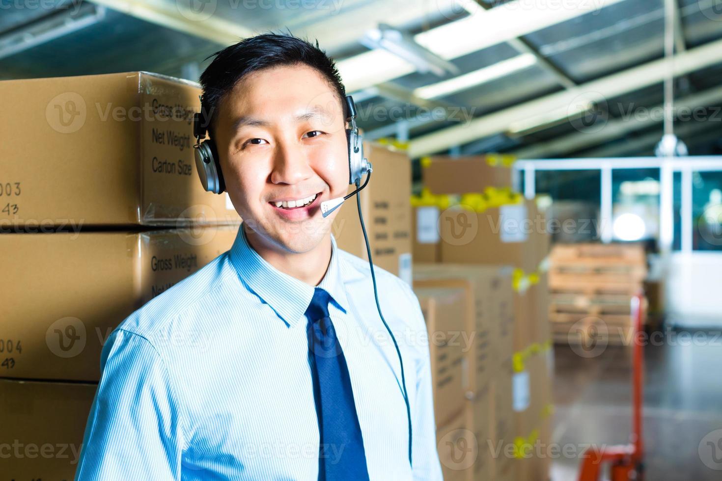 service client dans un entrepôt photo