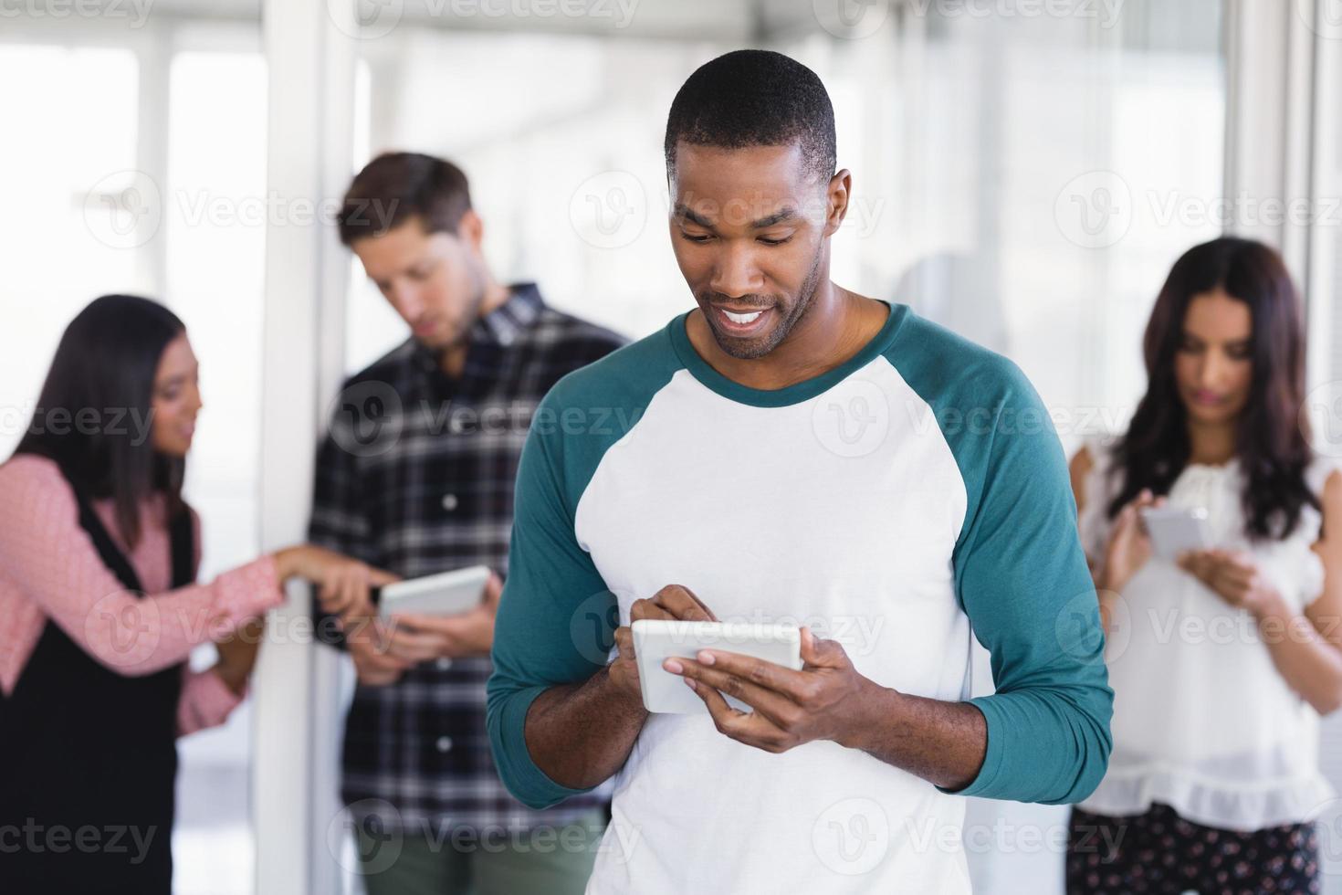 homme affaires, utilisation, tablette numérique, bureau photo