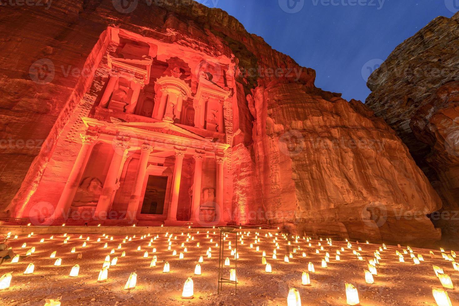 Pétra de nuit en Jordanie. photo