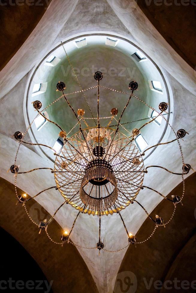 dôme de l'église orthodoxe décorée d'icônes photo