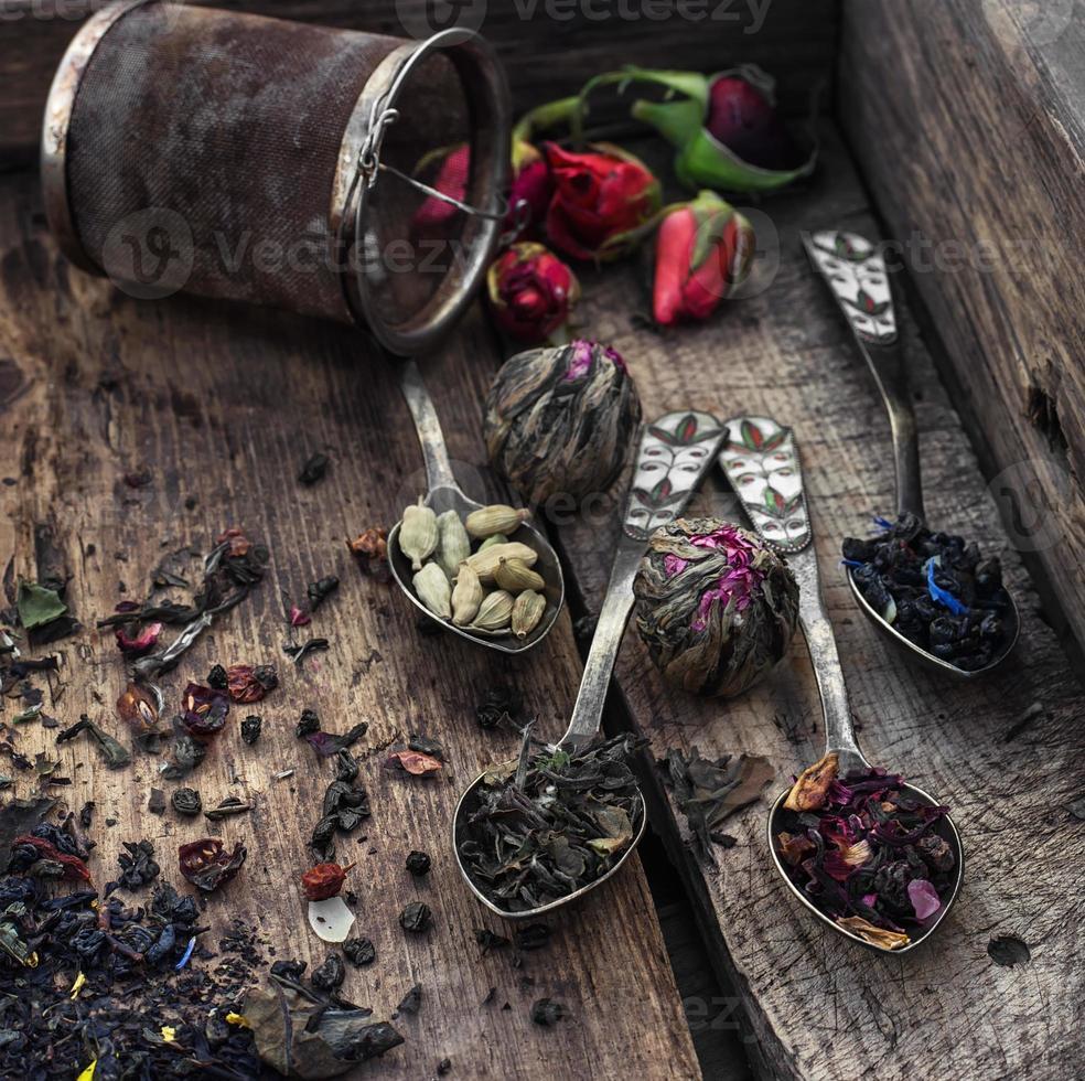 en renversant des cuillères à thé photo