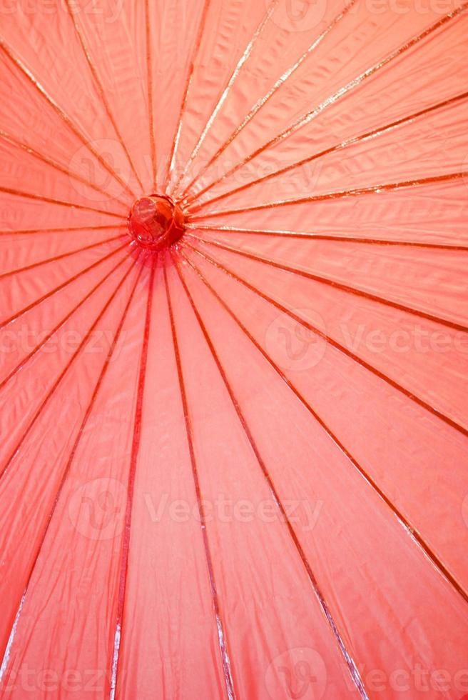 parapluie en papier japonais rouge photo