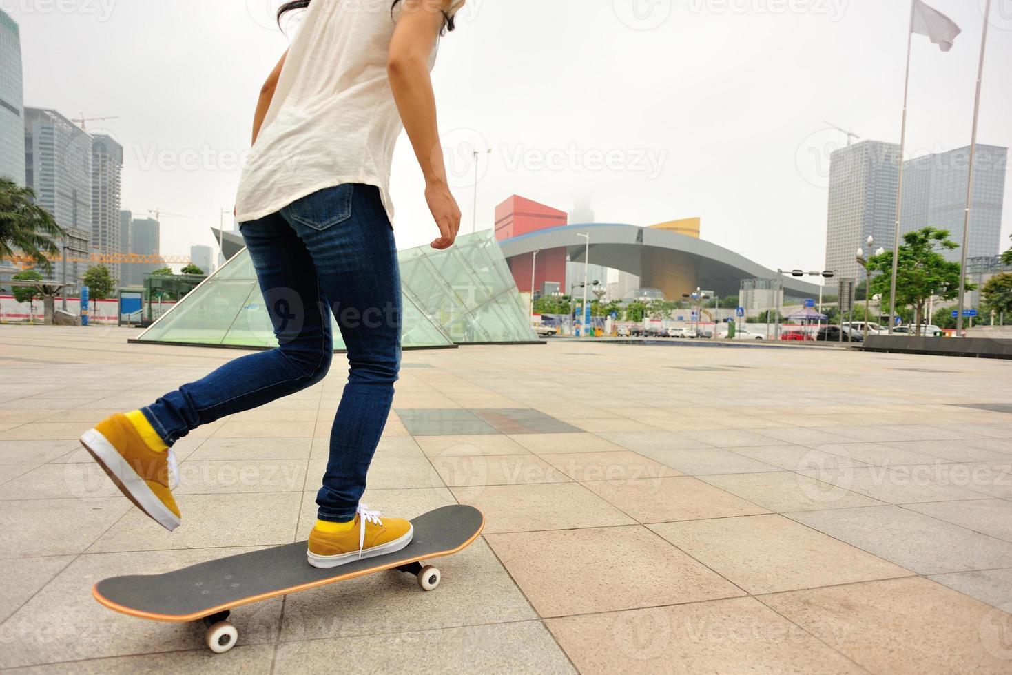 excès de vitesse femme skateboard photo