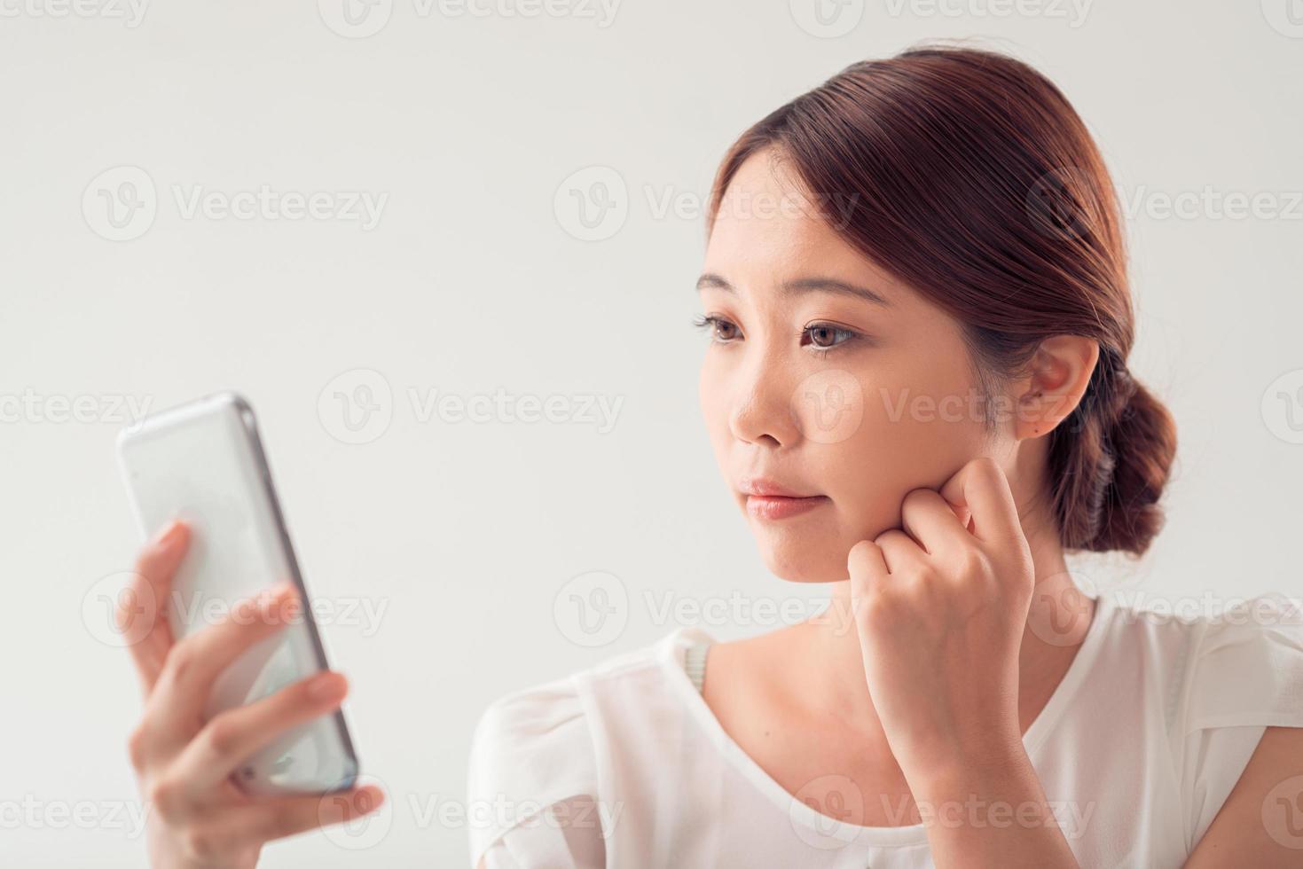 femme pensive photo