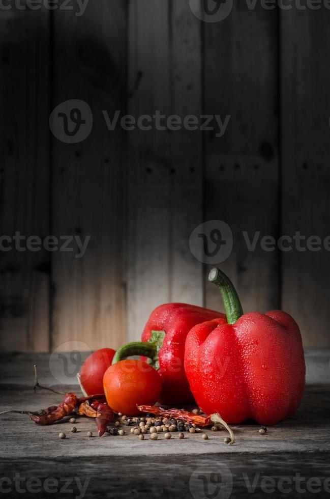 épices colorées sur bois photo