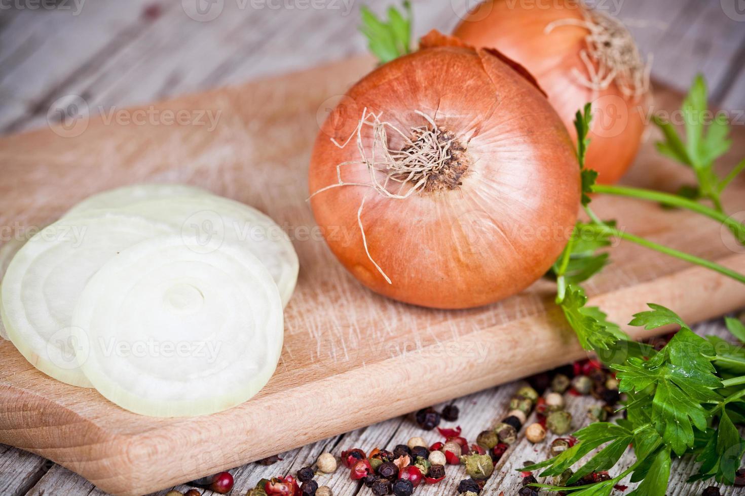 oignons frais et persil photo