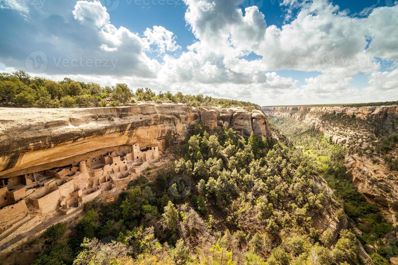Habitations de falaise dans les parcs nationaux de Mesa Verde, Co, USA photo