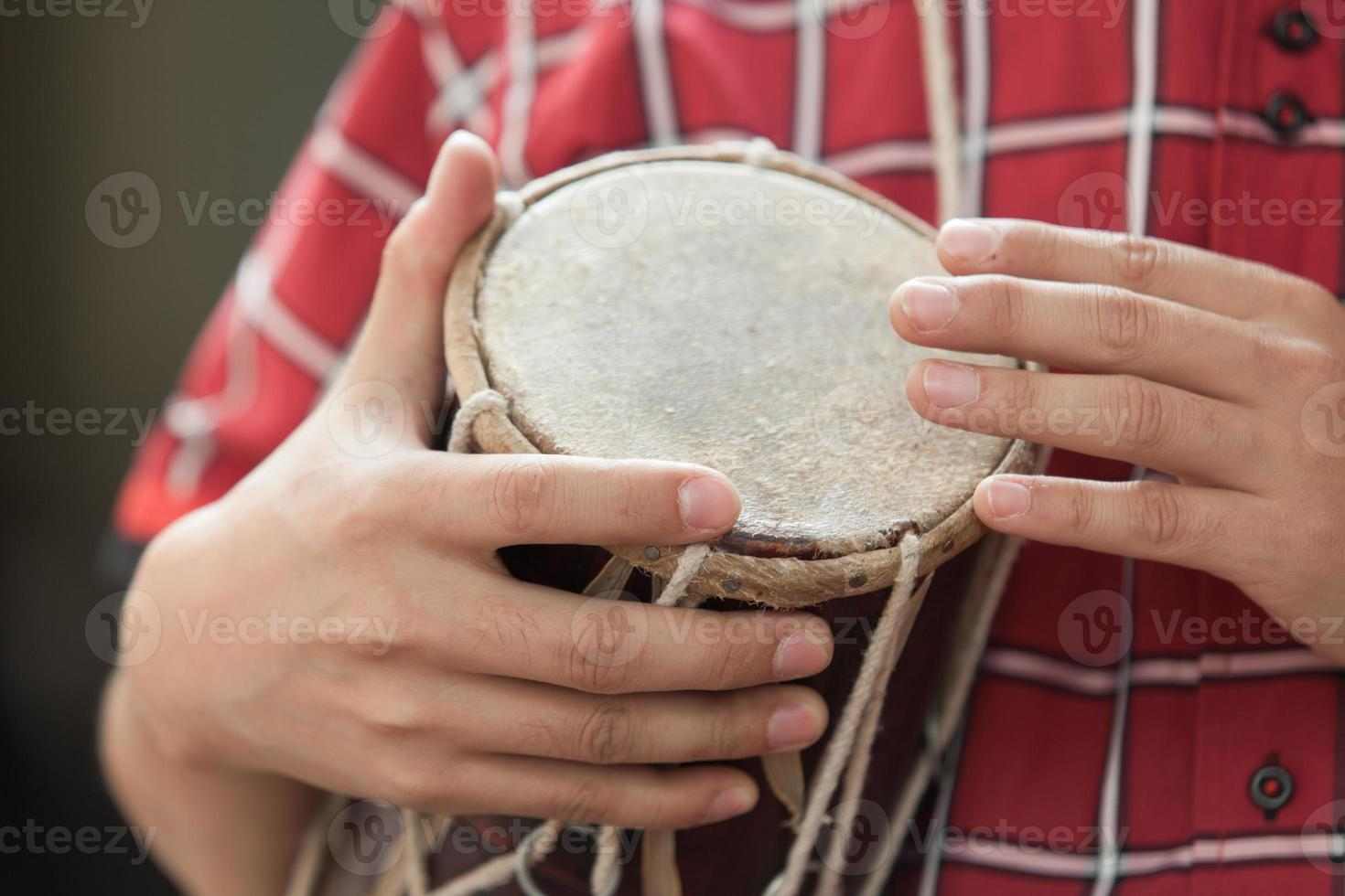 frapper sur le tambour photo