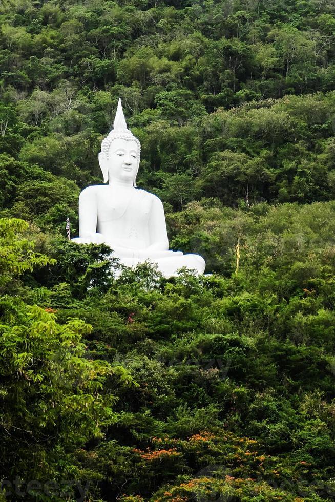 statue de Bouddha blanc photo