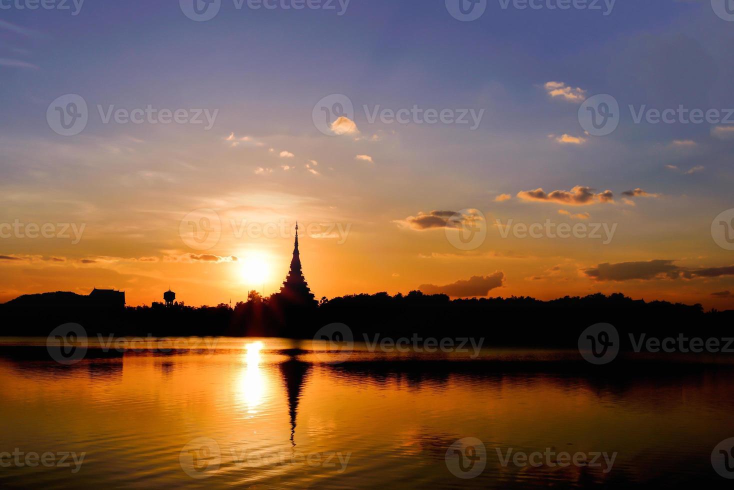 temple de la silhouette photo