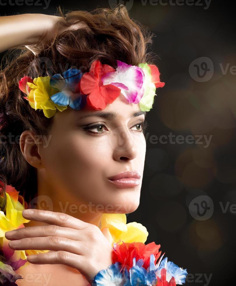 belle fille de fête luau. danse hula photo