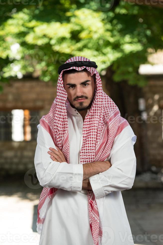 homme d'affaires arabe moderne photo