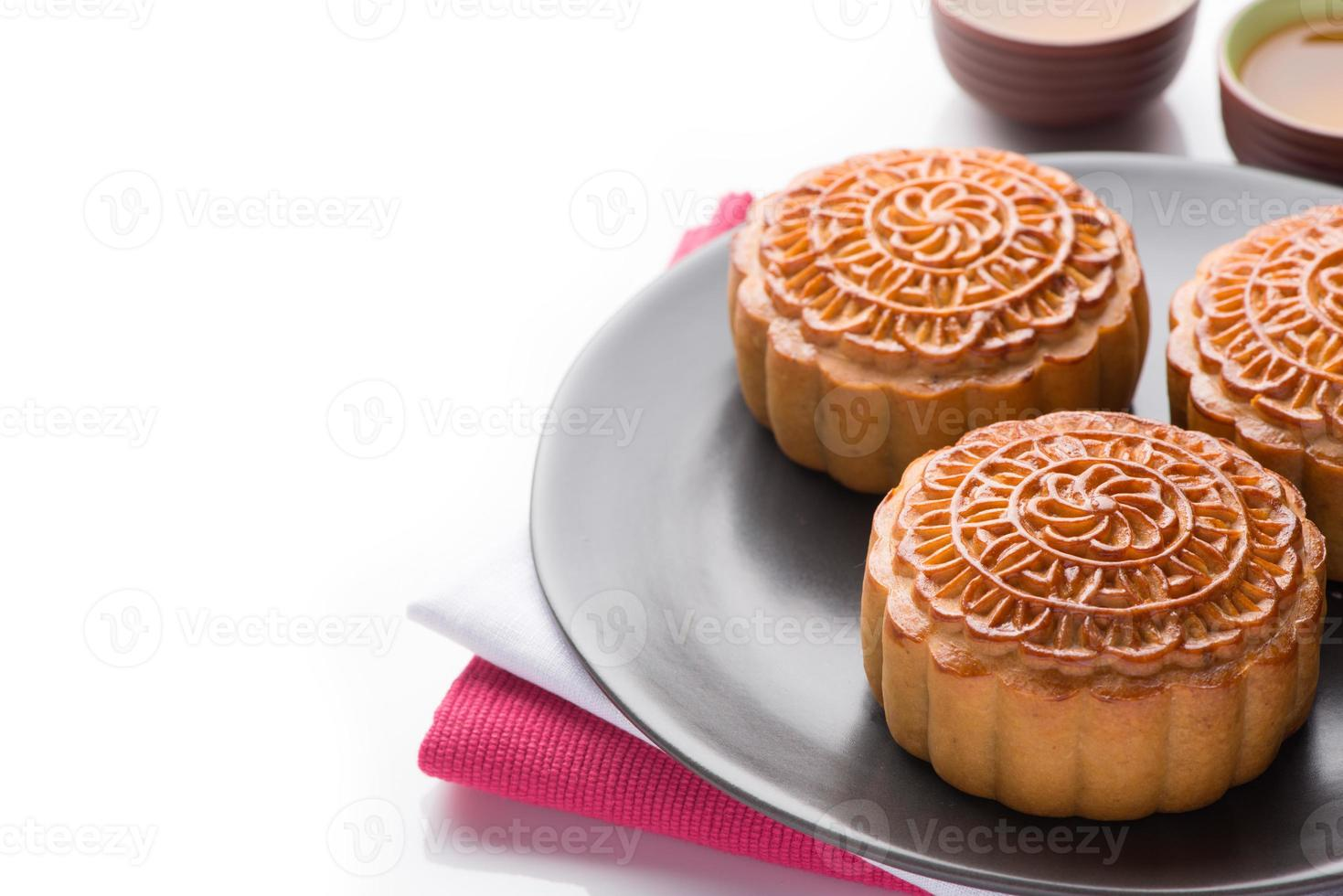 gâteau de lune servi avec du thé photo