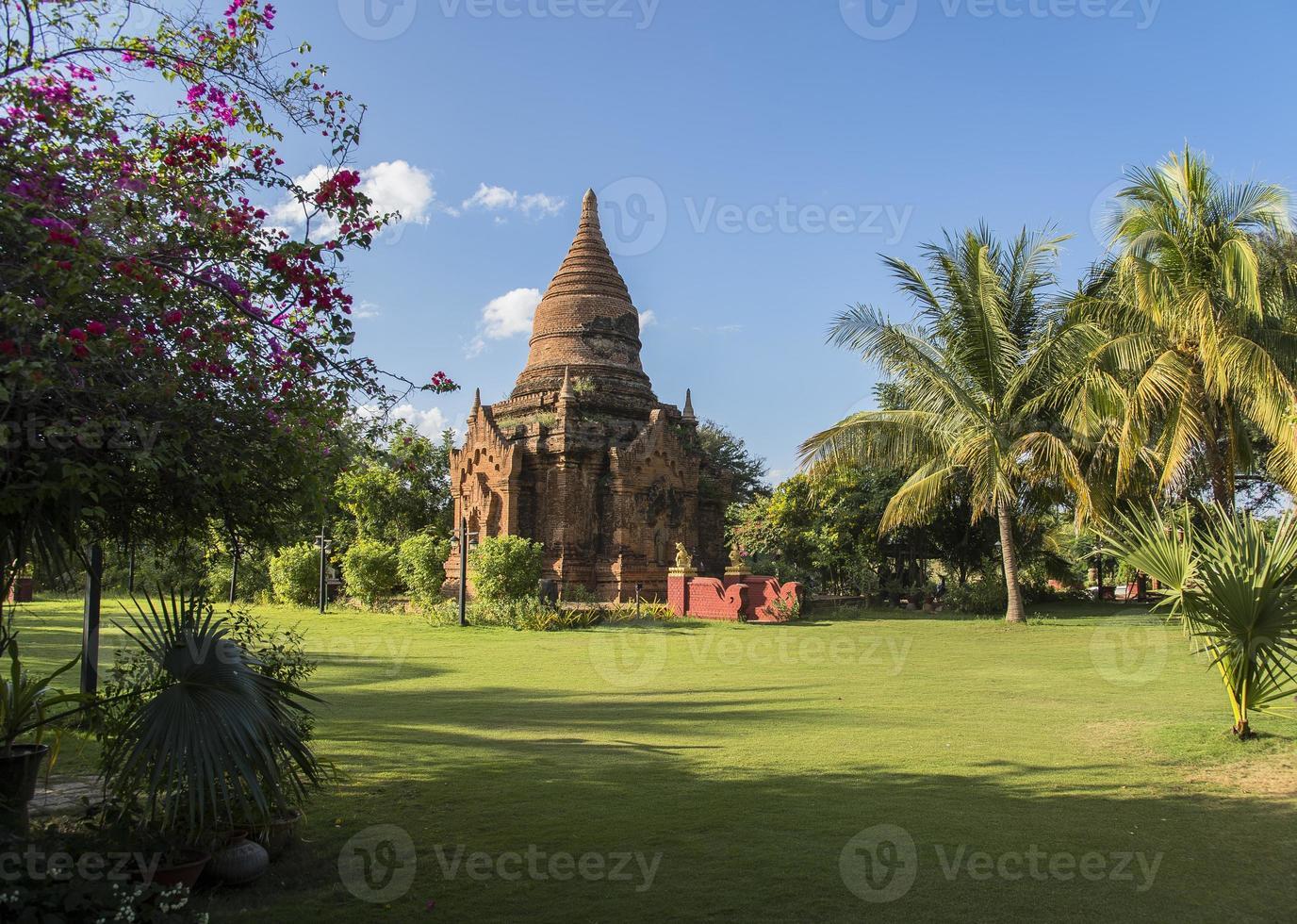 myanmar, un stupa à bagan photo