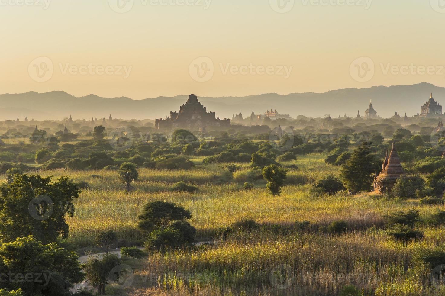 myanmar, temples à bagan photo