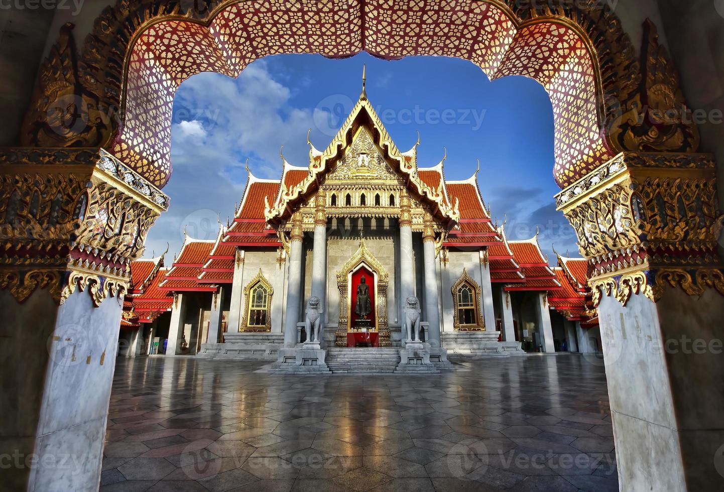 wat benjamaborphit le temple de marbre bangkok photo