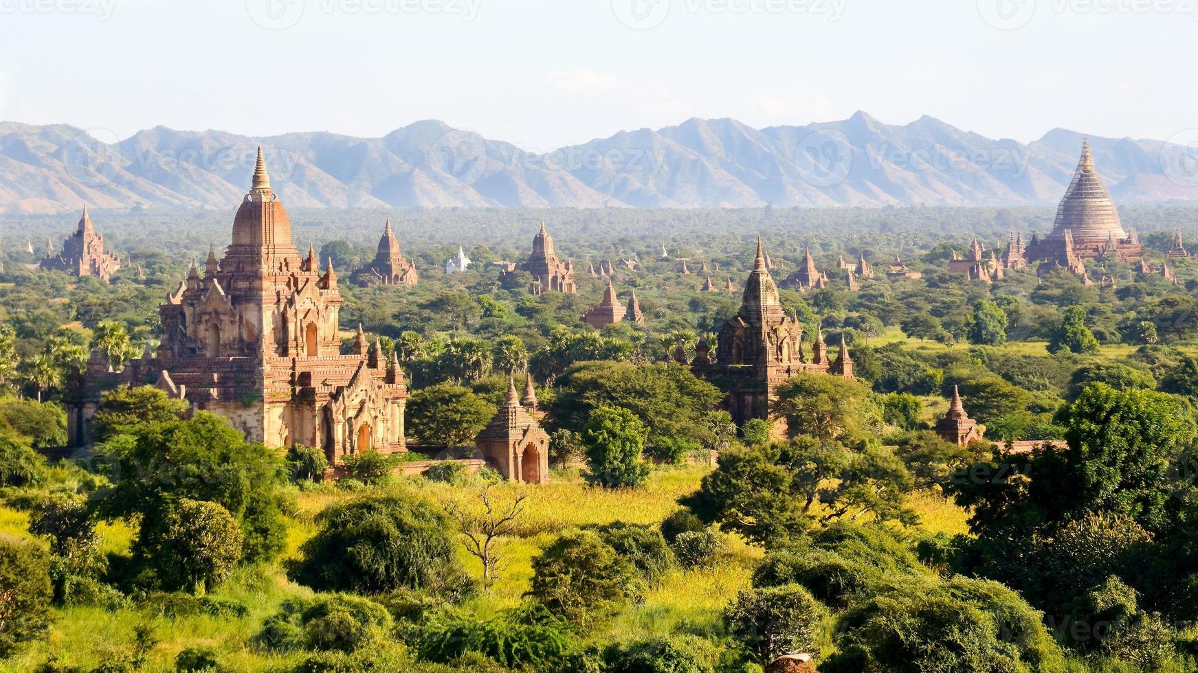 les temples de bagan, myanmar photo