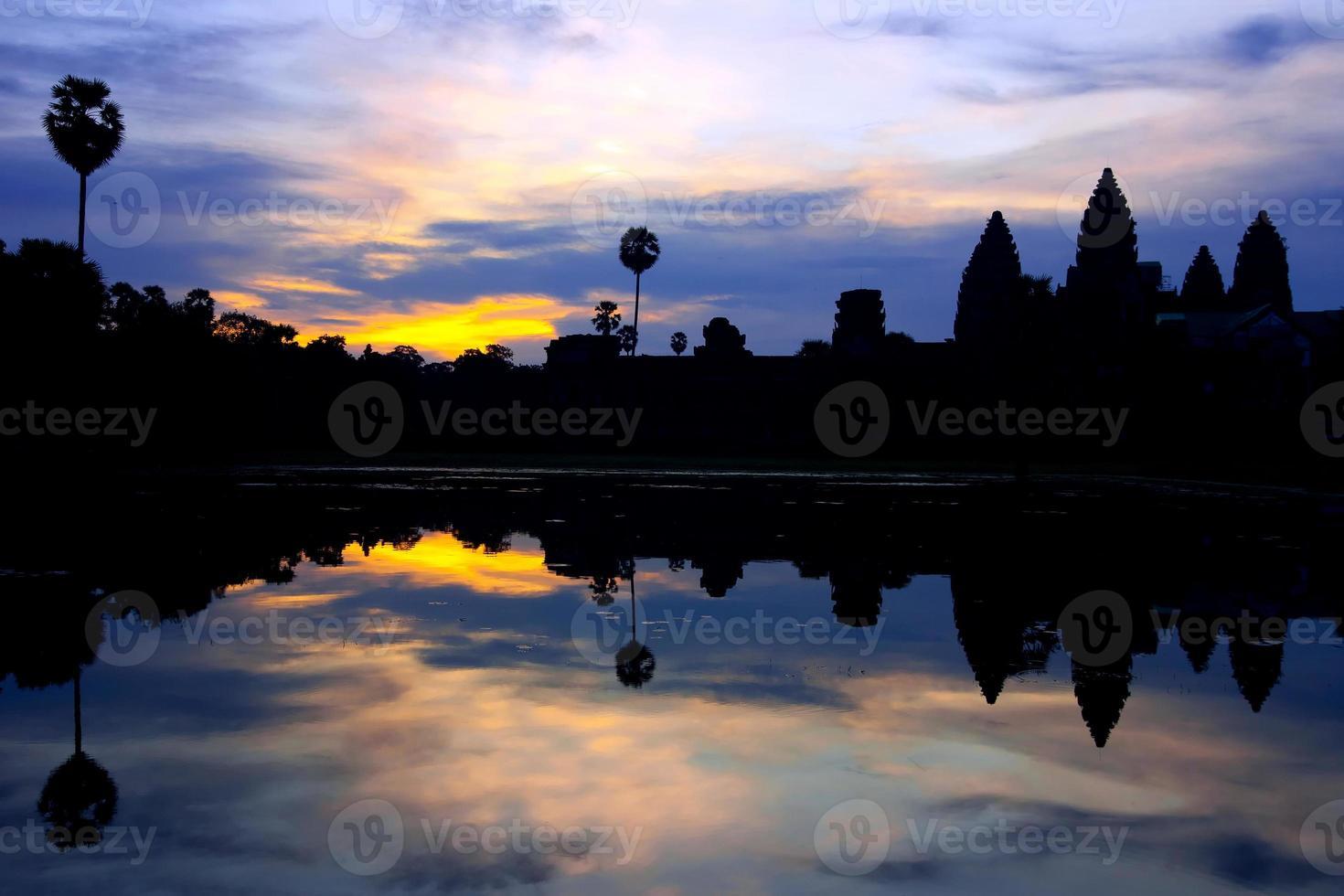 Le lever du soleil d'Angkor Wat, au Cambodge photo