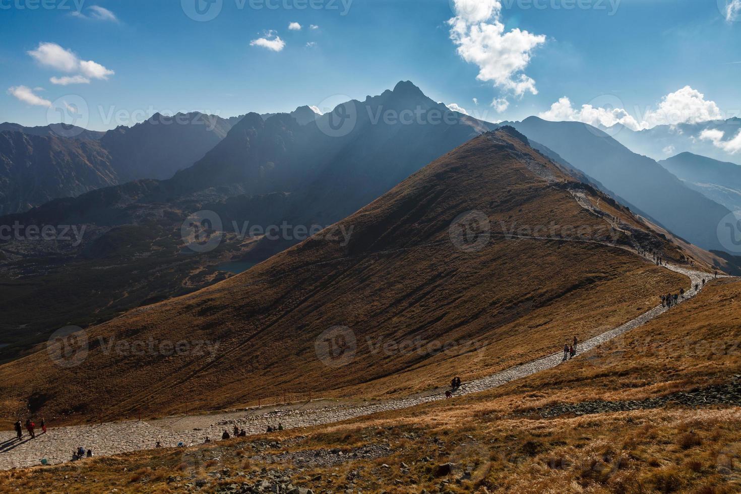 gens, randonnée, sous, ciel bleu photo