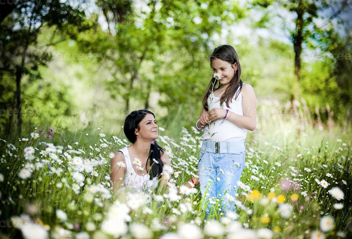 mère et fille dans le parc photo