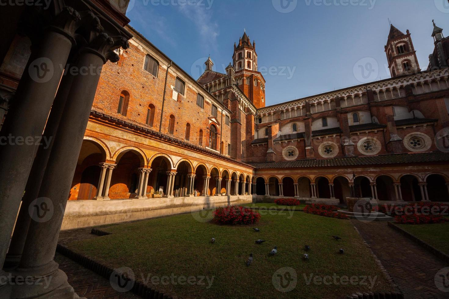 chiostro della basilica di sant'andrea, vercelli, piemonte, italia photo