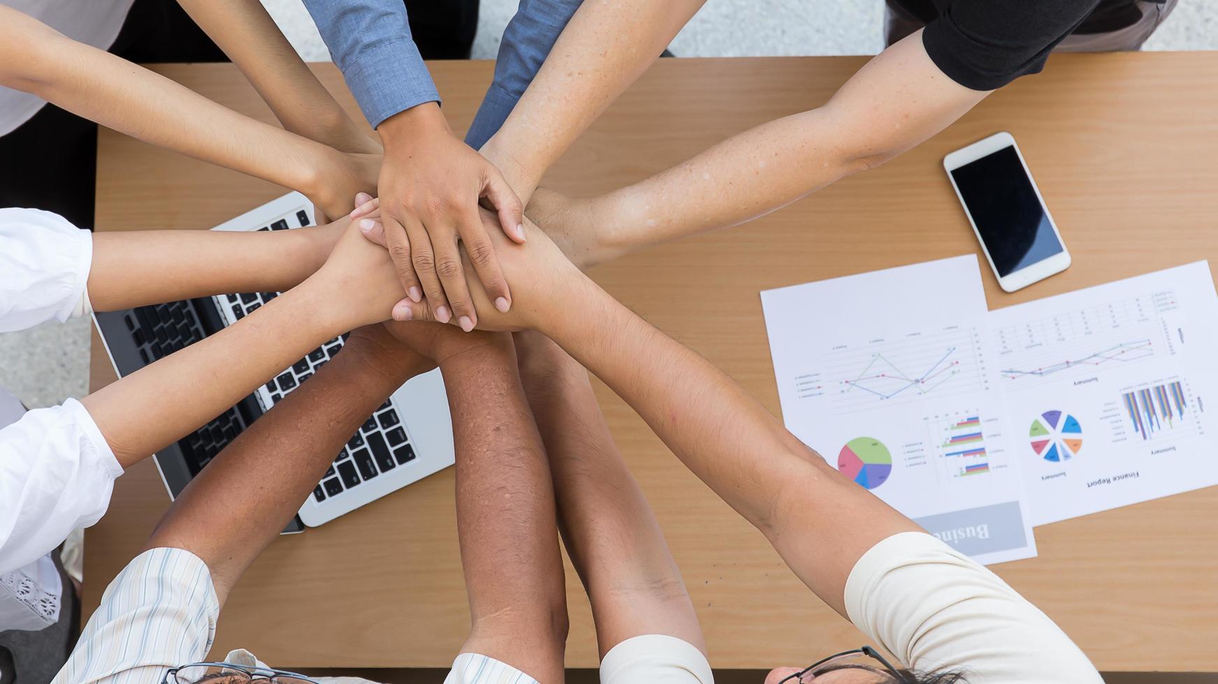 groupe de personnes dans un concept de collaboration photo