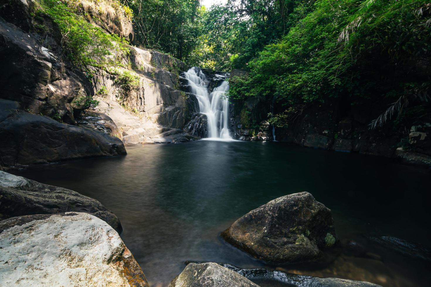 Cascade de klong pla kang en Thaïlande photo