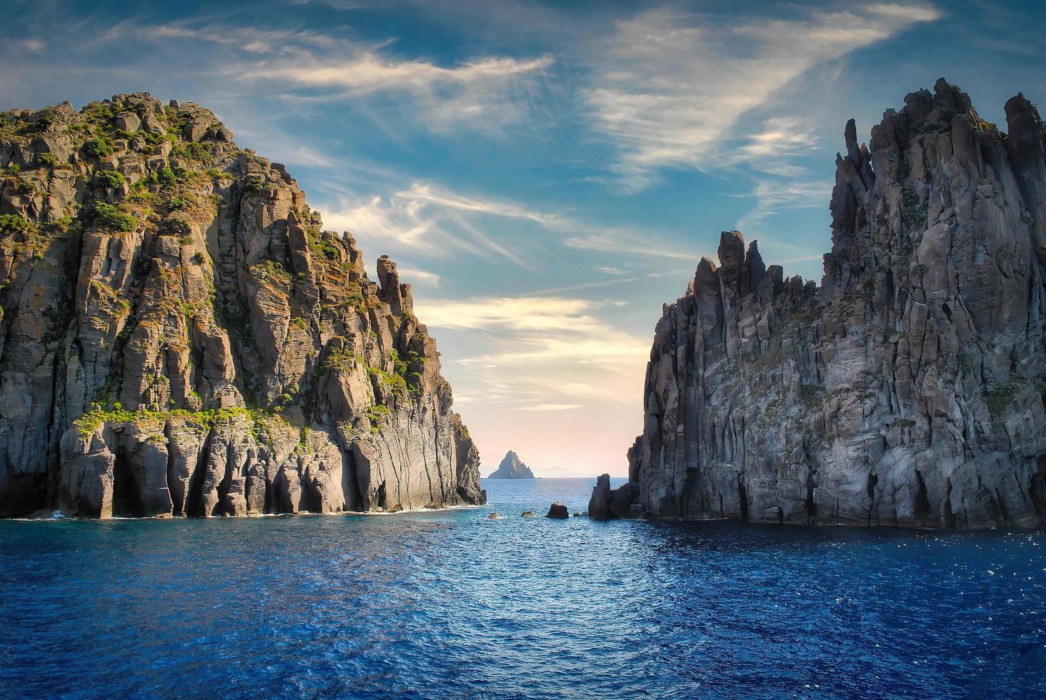 île de stromboli dans les îles éoliennes photo