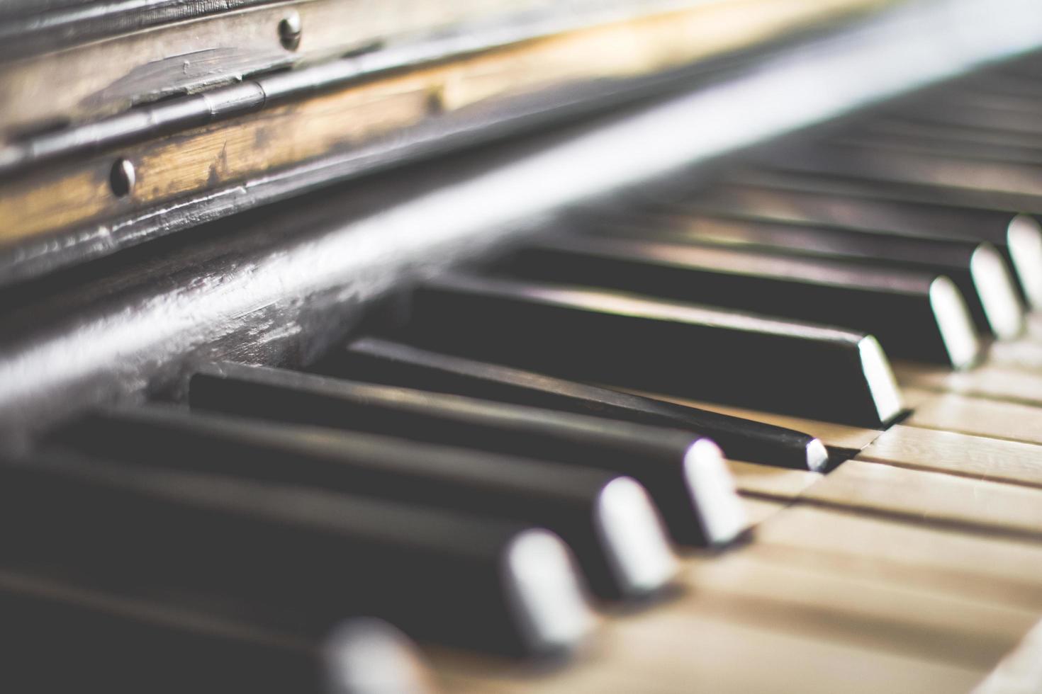 touches de piano noir et blanc photo