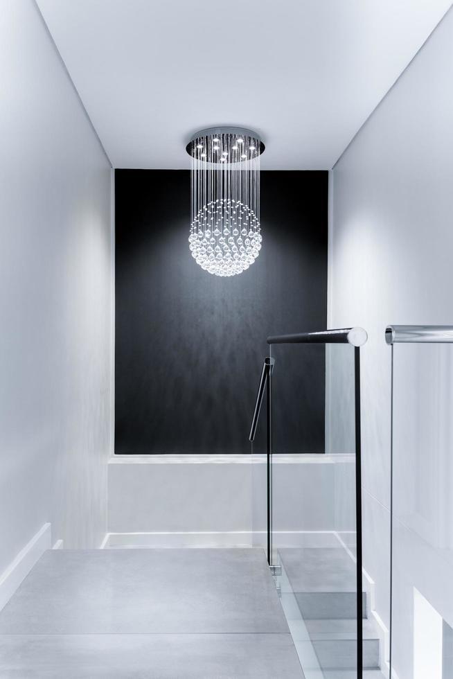 lustre downlight blanc dans un intérieur moderne photo