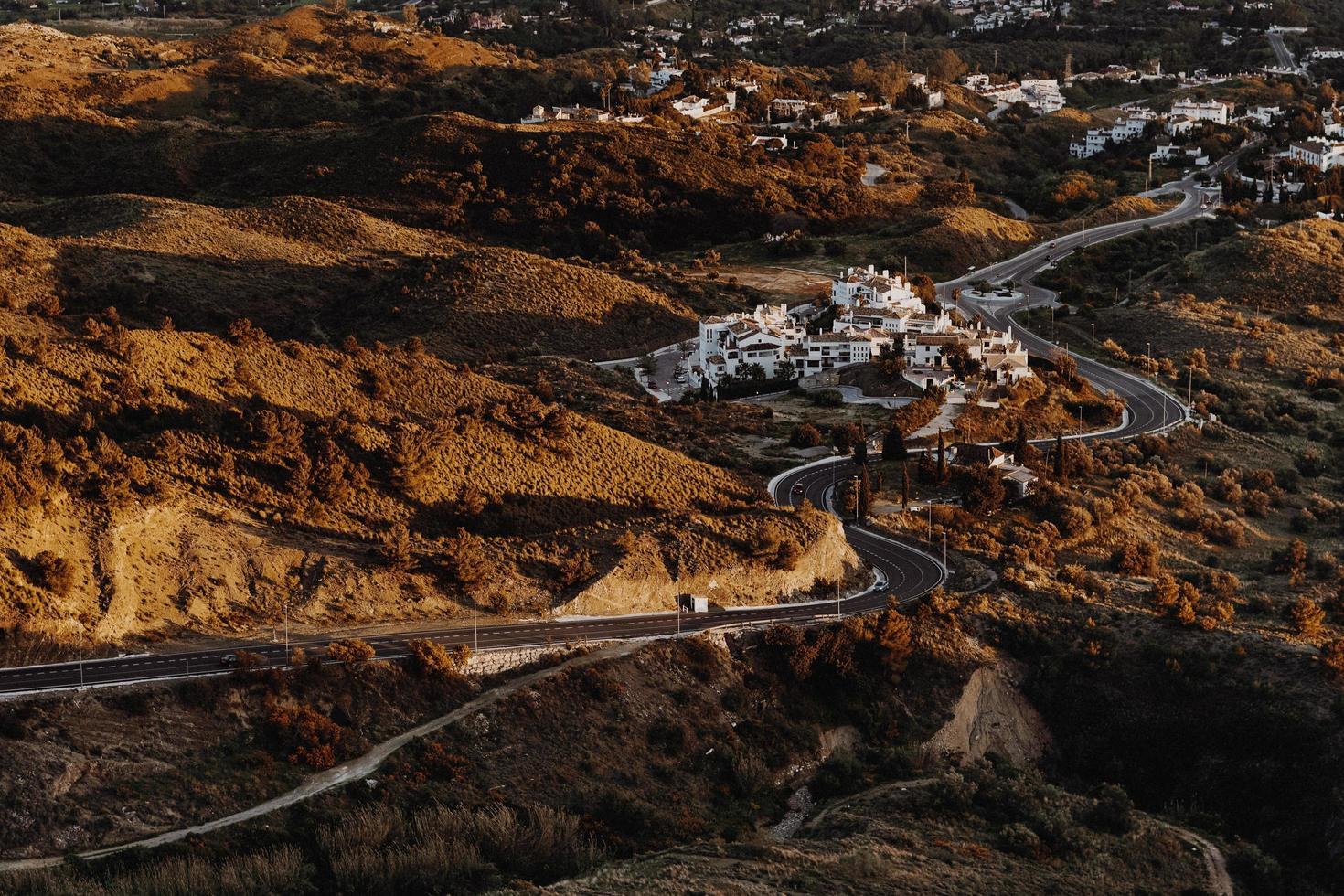 vue aérienne, de, venteux, route, dans, automne photo
