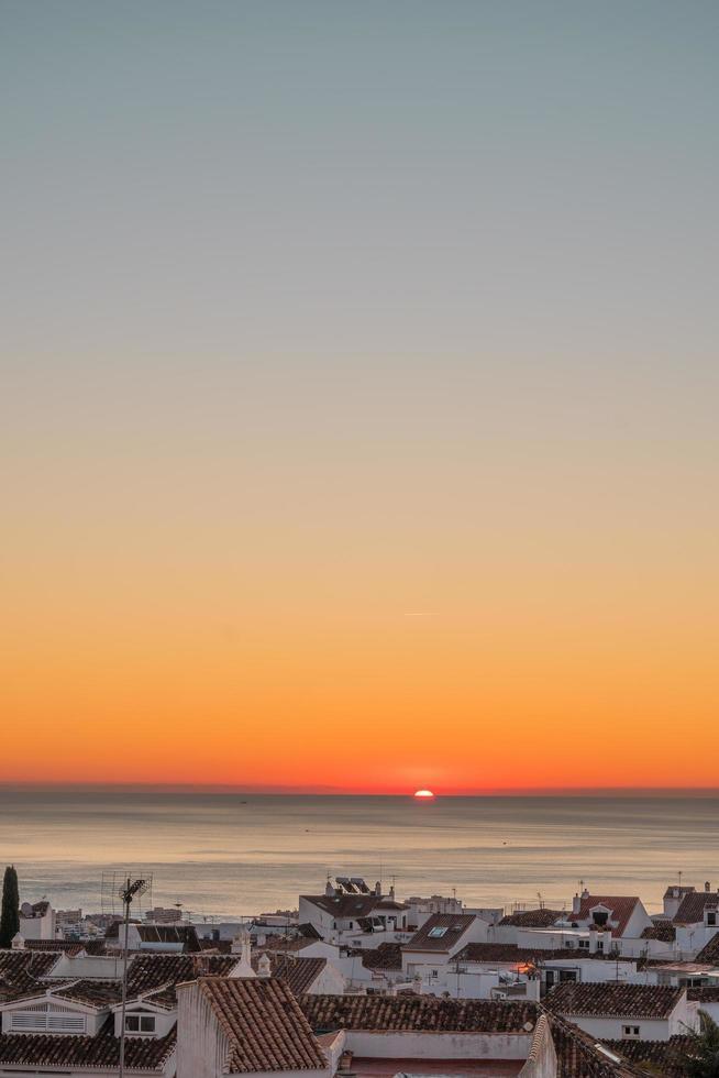coucher de soleil heure d'or sur l'océan photo