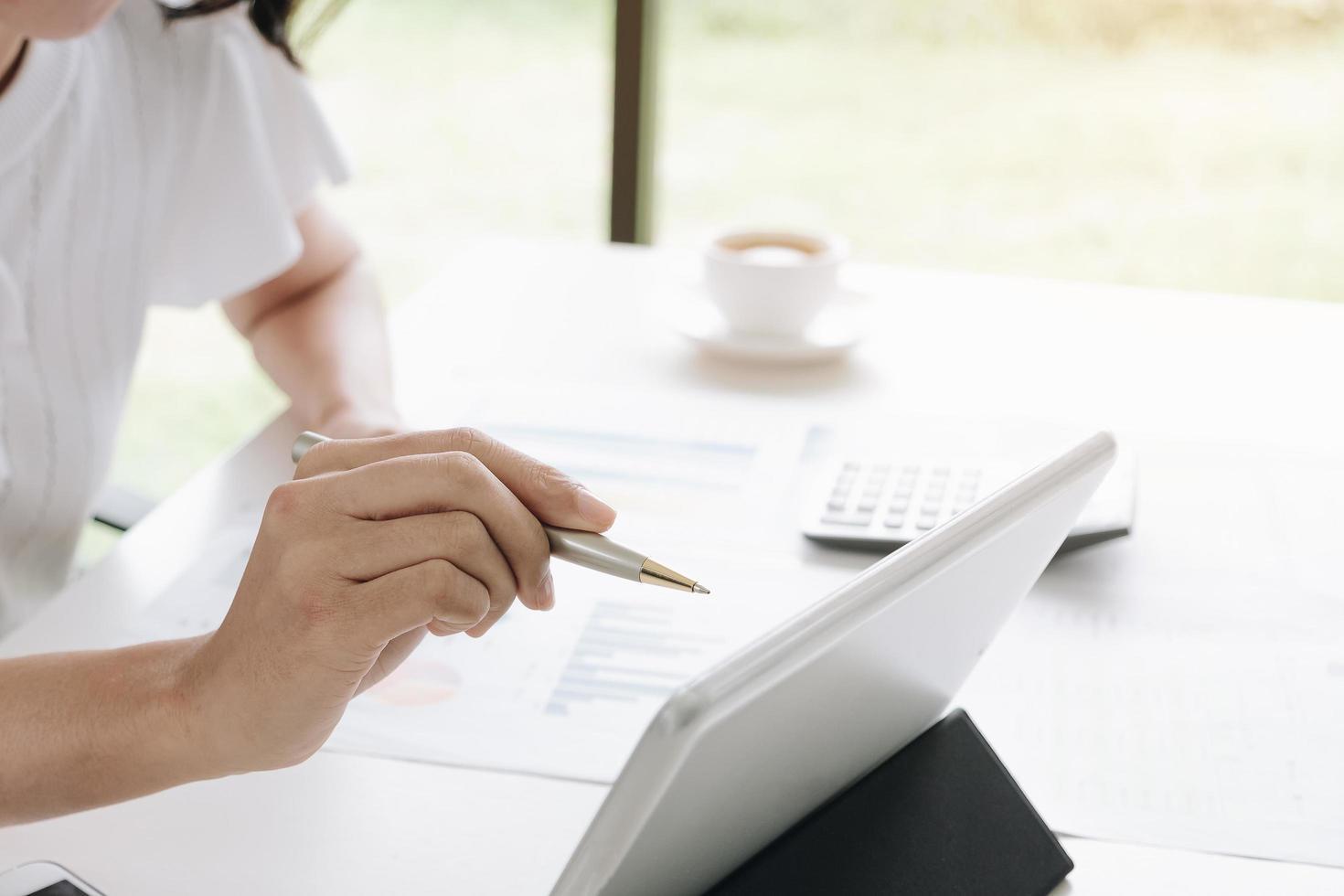 femme affaires, travailler, tablette photo