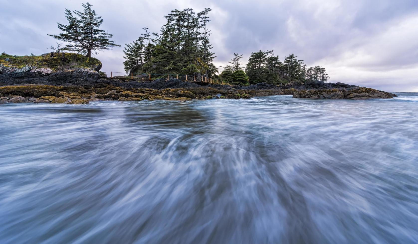 laps de temps de l'eau en mouvement photo