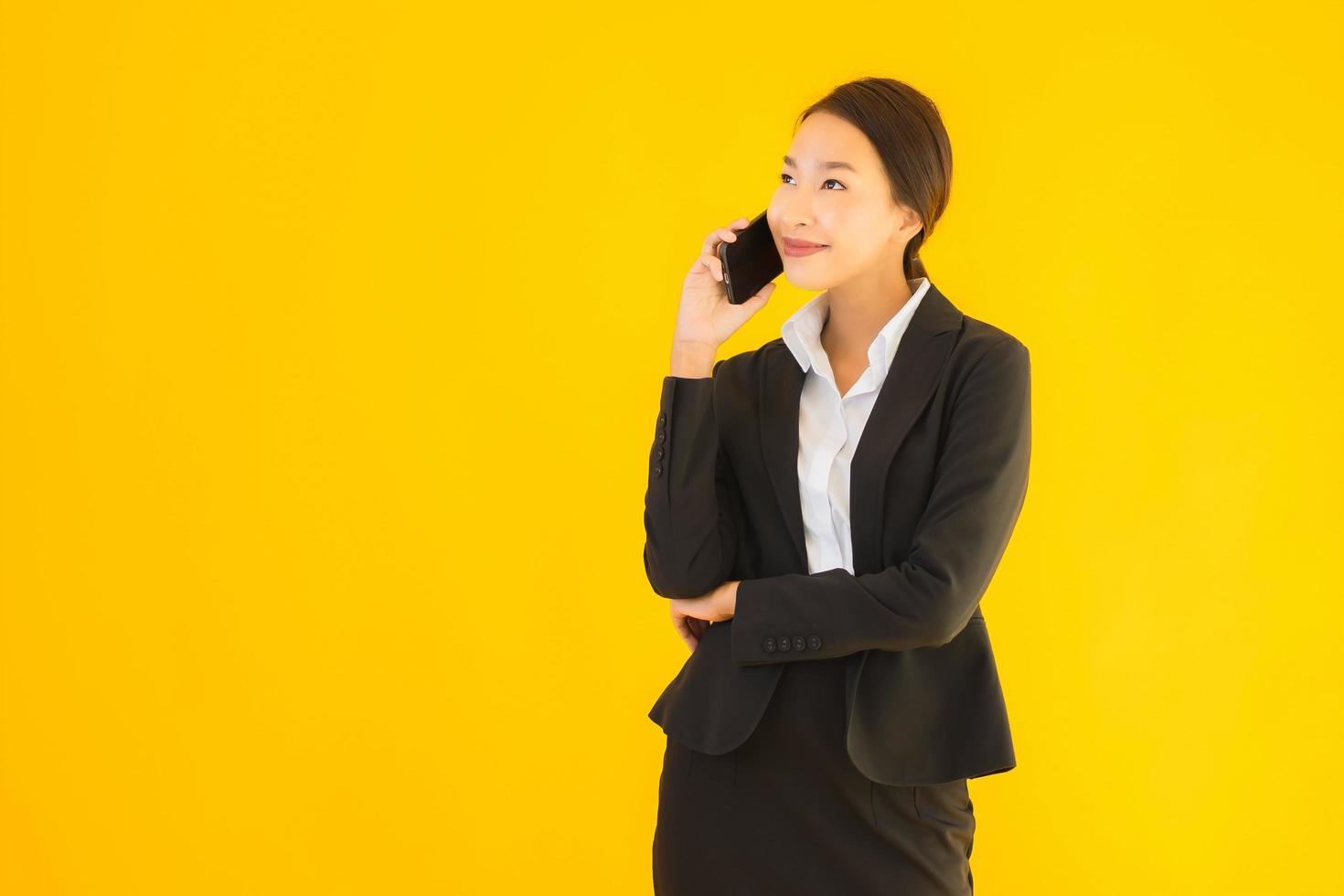 femme d & # 39; affaires au téléphone photo