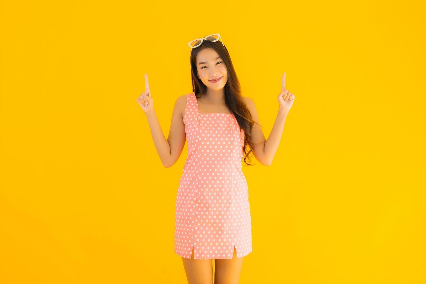 portrait de jeune femme asiatique souriant photo