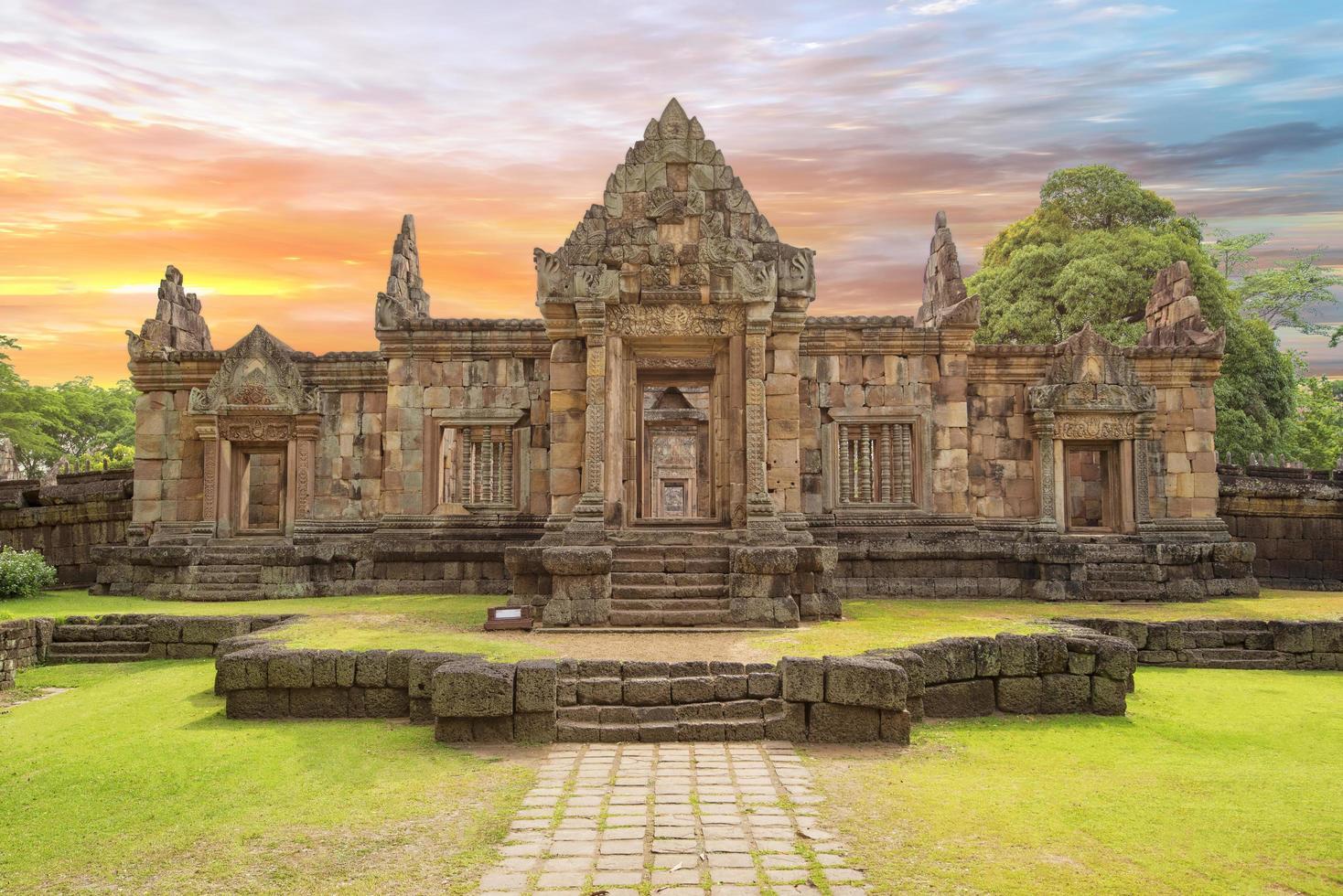 Prasat Muang Tam dans la province de Buri Ram, Thaïlande photo