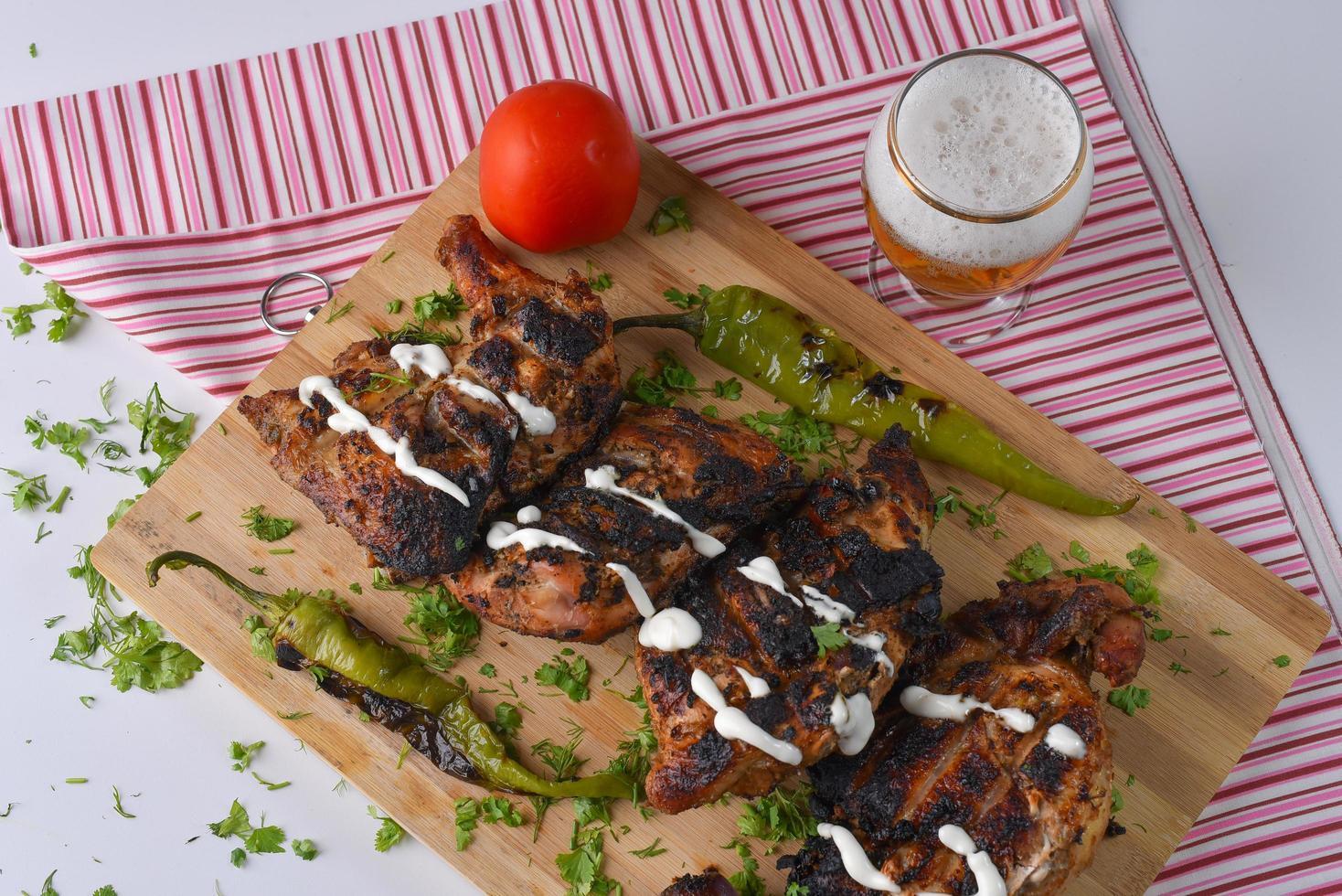 poulet grillé et accompagnements photo