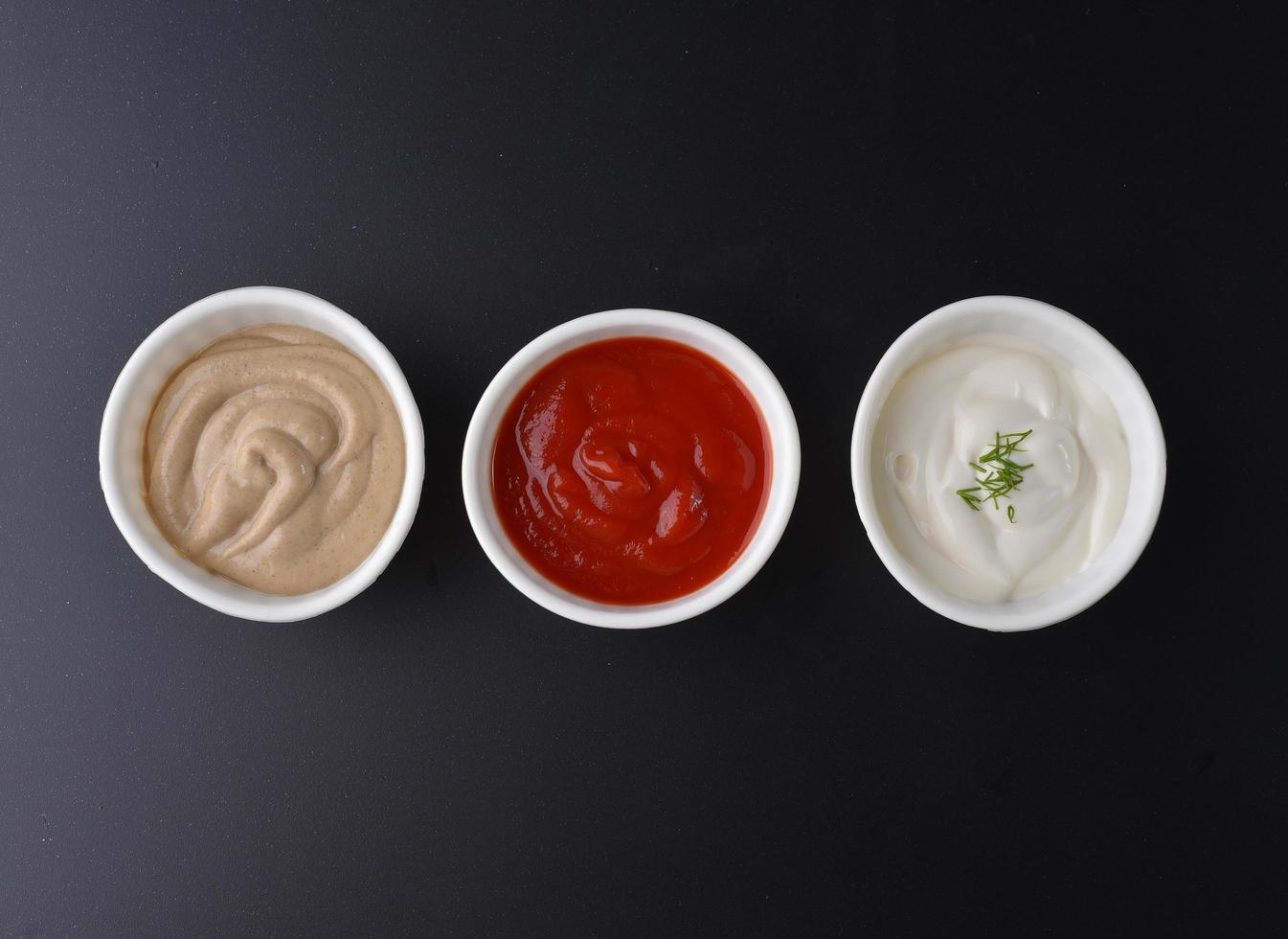 trois sauces, vue de dessus photo