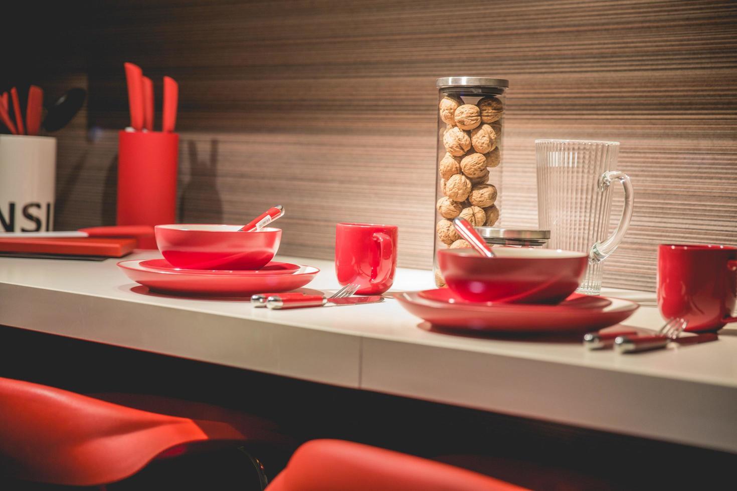 service de vaisselle rouge photo