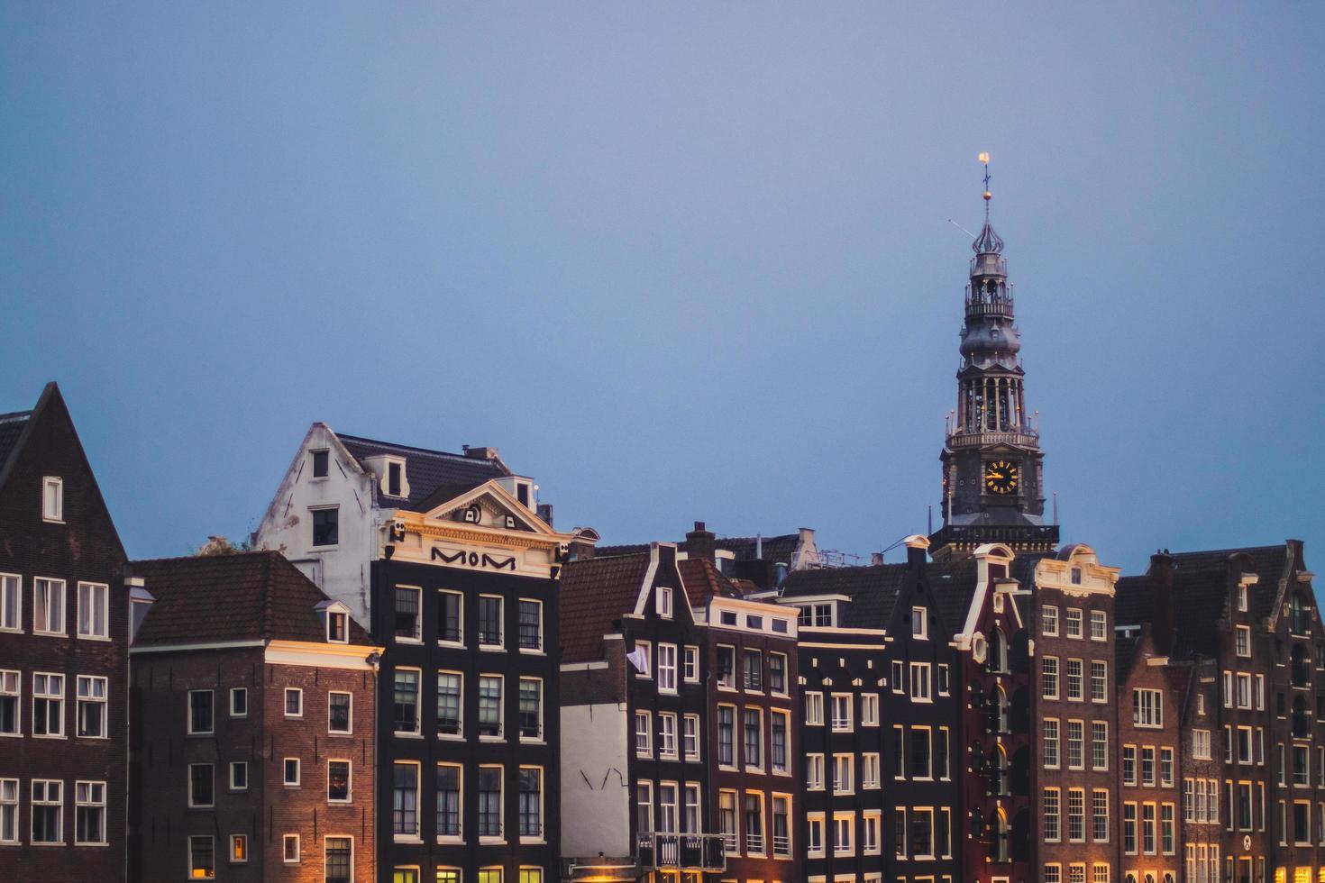 bâtiments à l'aube photo