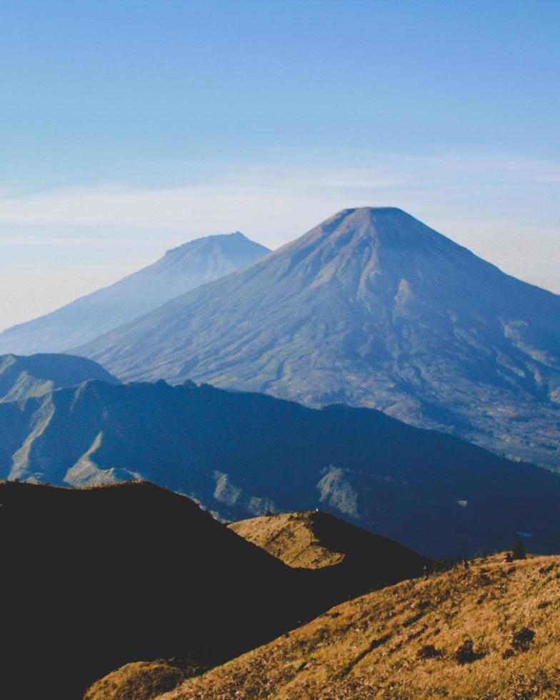 chaîne de montagnes à l'automne photo