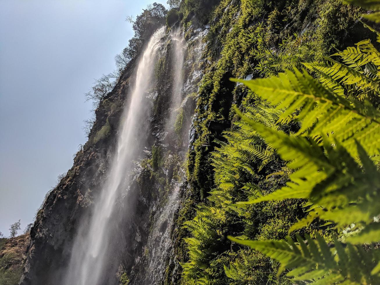chutes d'eau pendant la journée photo