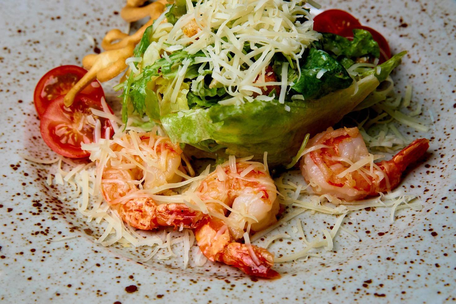 salade de fruits de mer sur une assiette photo