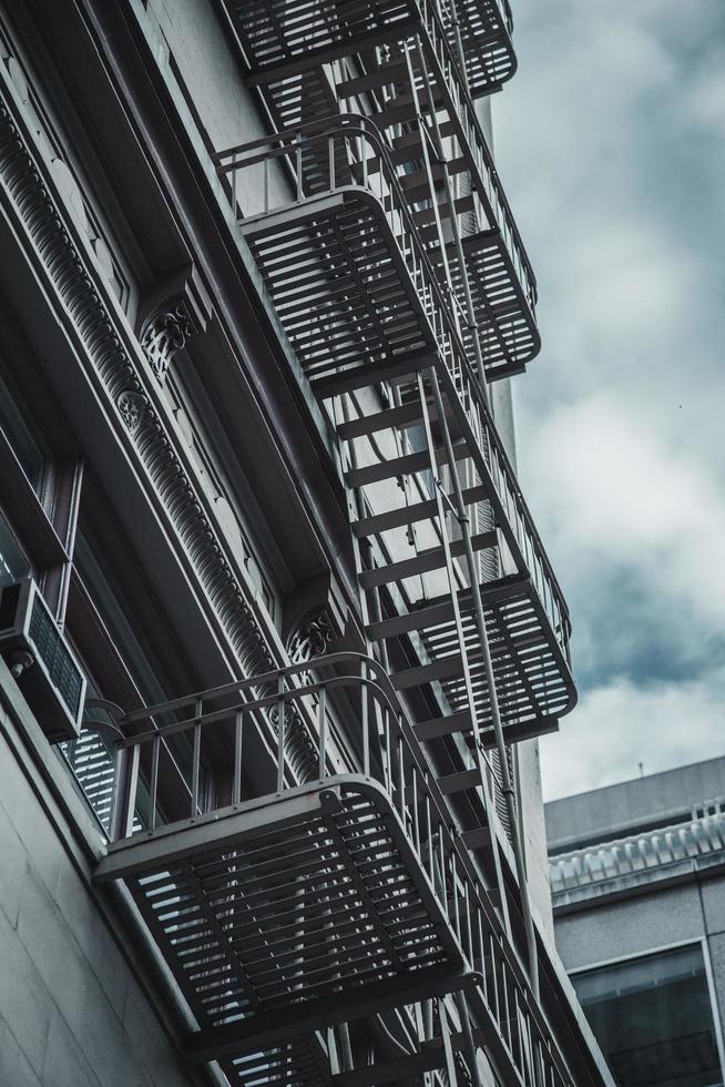 photo à faible angle d'un immeuble de grande hauteur