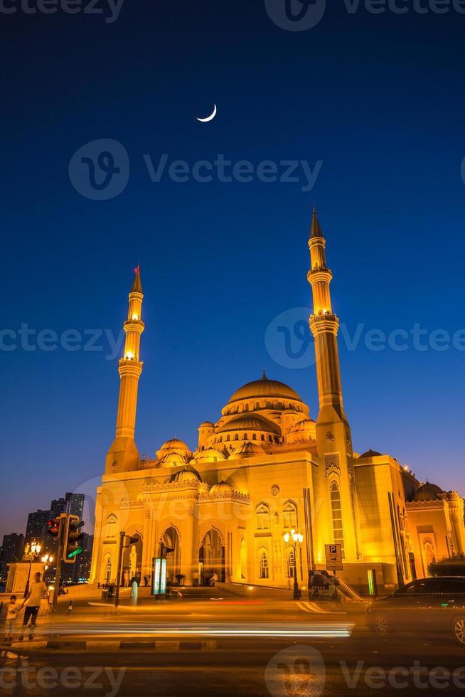 Mosquée al noor à sharjah la nuit photo